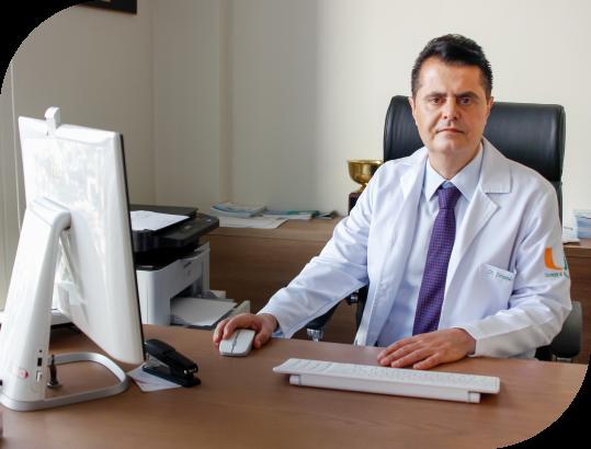 Dr. Fernando atendendo